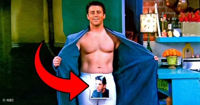 "12 Details We Never Noticed On ""Friends"""